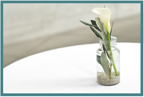 table and Calla Lilies