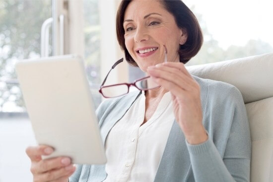 woman with ipad and glasses